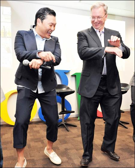 Google's Eric Schmidt Dancing to Samsung's Tune
