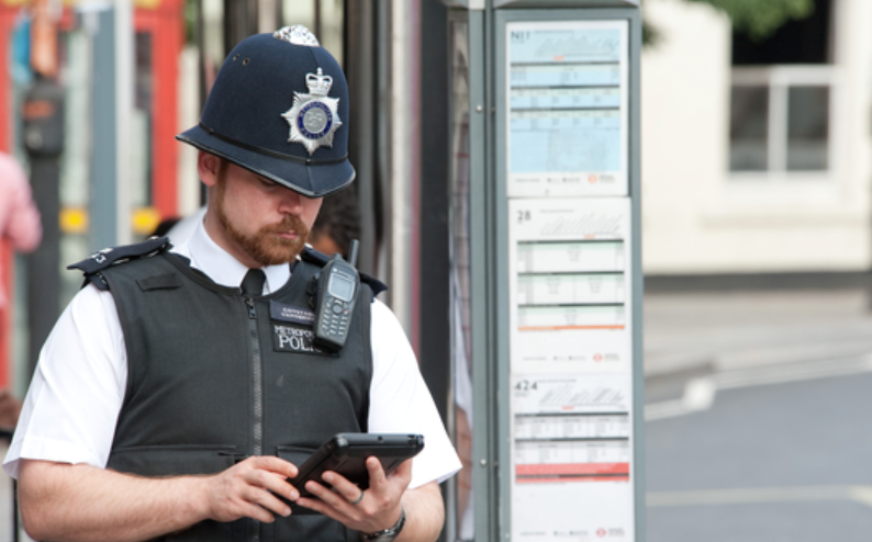 1af 55 cover london police trial of ipad's fails