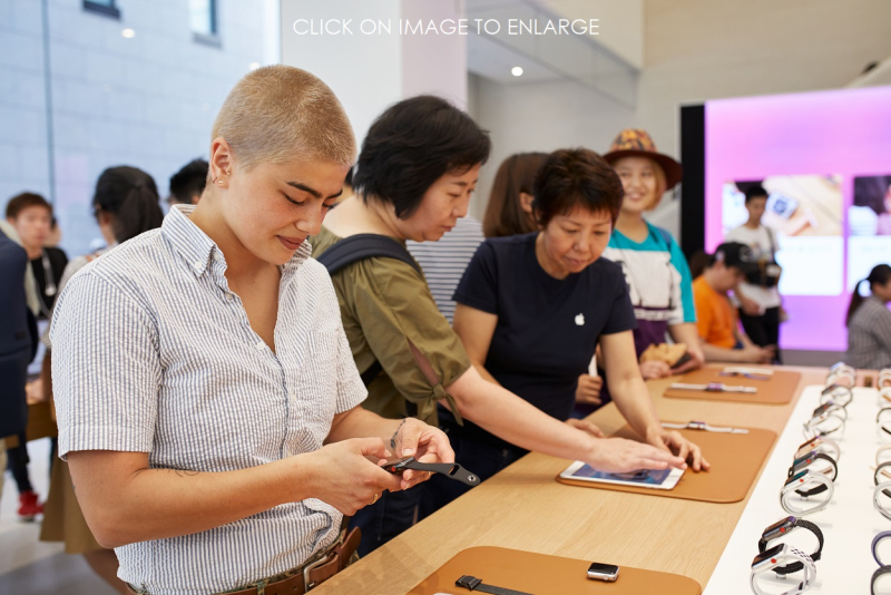 4 - Apple-Store opening Kyoto Shijo -product-table
