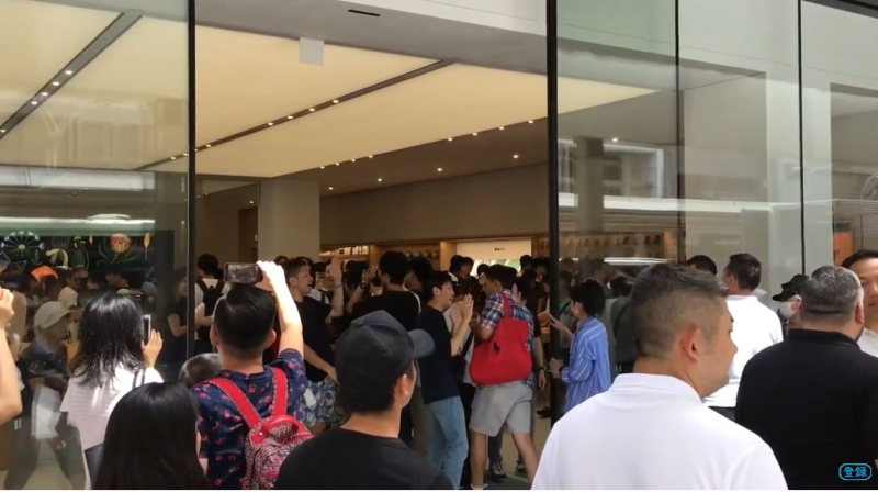 5 Apple Store Kyoto crowd opening day