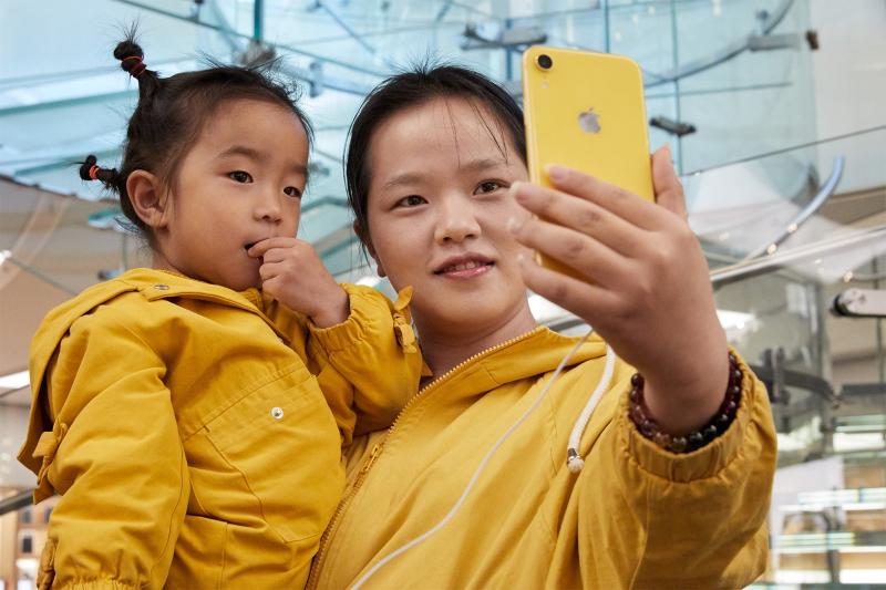 9.1 iphonexr-launch_wangfujing-beijing_matching-yellow_