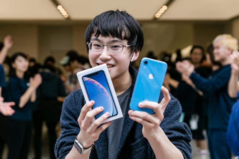 9.3 iPhone-XR-Launch-Apple-Shibuya-line