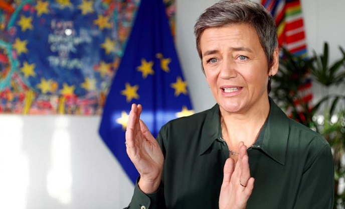1 X Cover vestager on Apple Pay