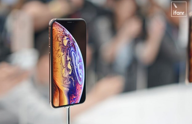 2 X ifanr demo room photo of new iPhone Xs MAX