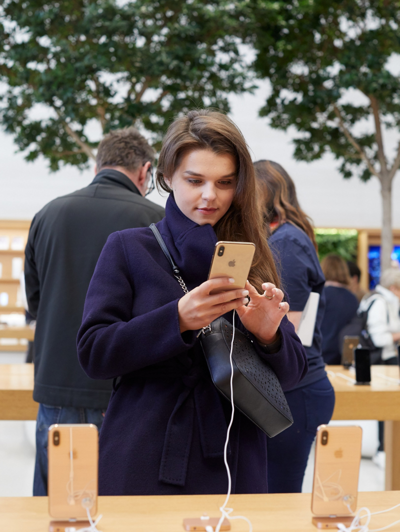 6 Regent-St-London-Apple-Store-interior