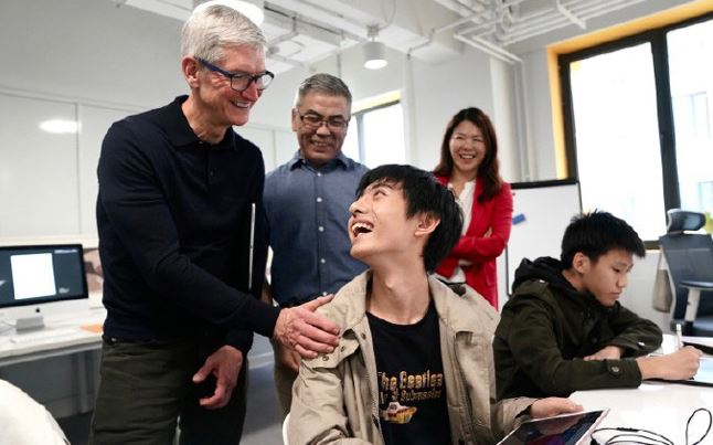 2 tim cook in chinese school oct 2018