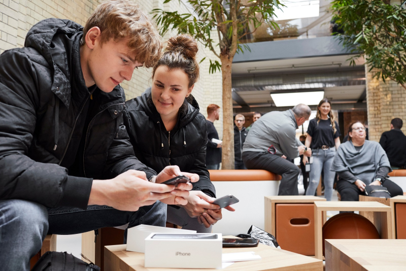 6 iPhone-XR-launch-Covent-Garden-London-man-and-woman