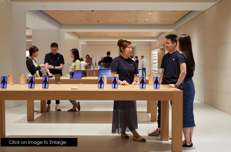 4 Apple-Marunouchi-opens-saturday-in-Tokyo-team-members