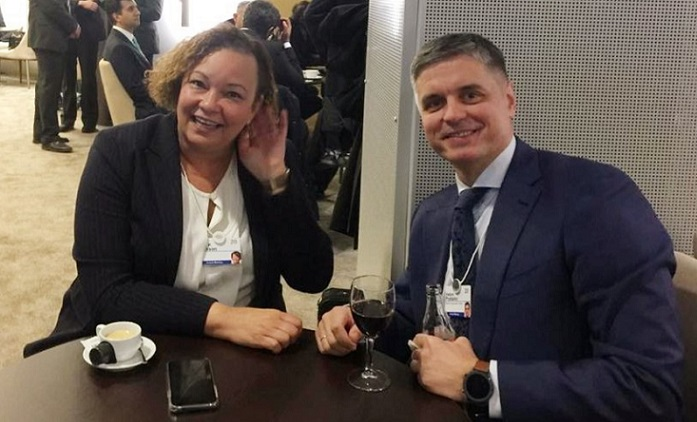 1 x cover lisa jackson with Ukraine's foreign minister at davos