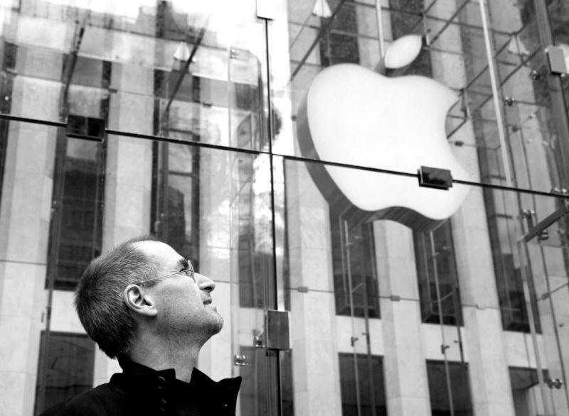 2 Steve Jobs  NY 5th Ave Apple Store
