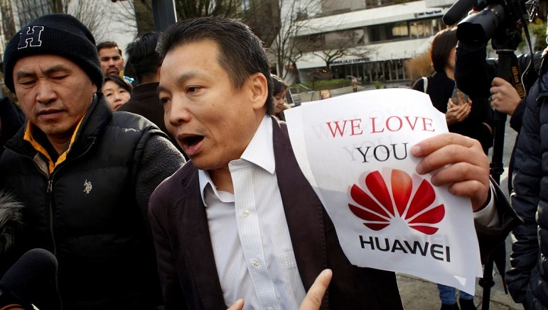 2 Huawei supporter
