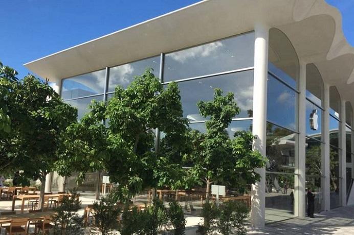 1 x Apple Store Ventura Mall Florida