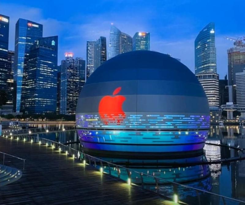 3 store at night -  apple store singapore