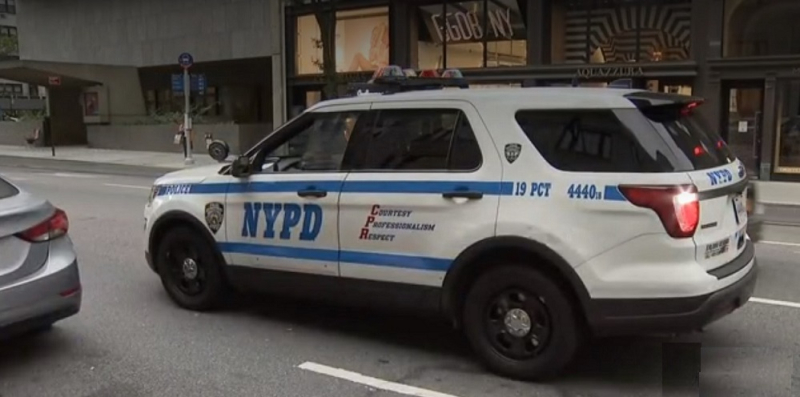 1 x cover nyc cops called apple robbery