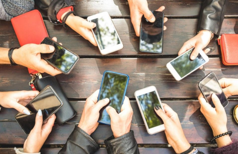 1 x COVER - report  France proposes to limit telecom deals for iPhones  +