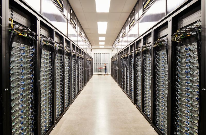 3 - JUMBO IMAGE - Apple_green-bonds-create-clean-power_data-center