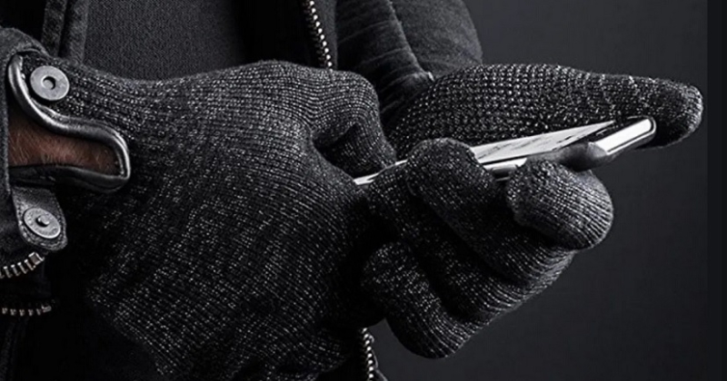 1 cover glove touch on iPhone