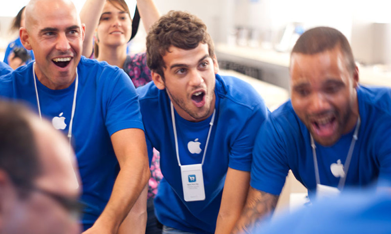1 cover Apple store reps