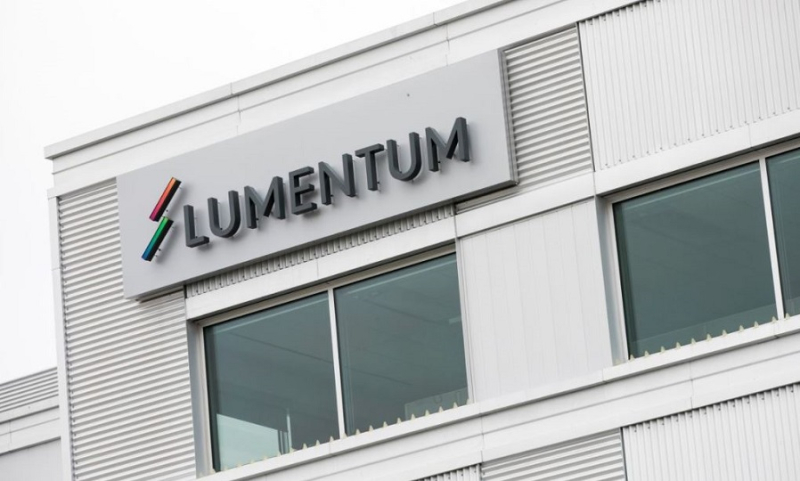 1 x  cover Lumentum