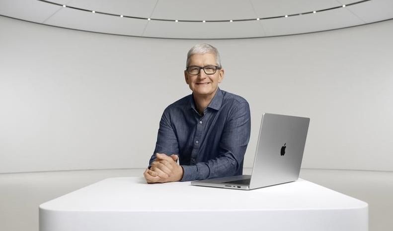1 cover Tim Cook MacBook 2021