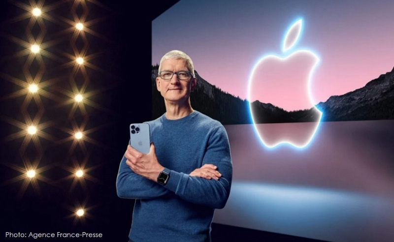 1 cover Tim Cook iPhone 13